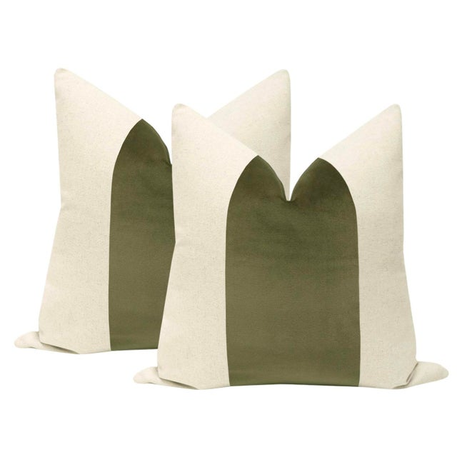 "2010s 22"" Bayleaf Velvet Panel & Linen Pillows - a Pair For Sale - Image 5 of 5"
