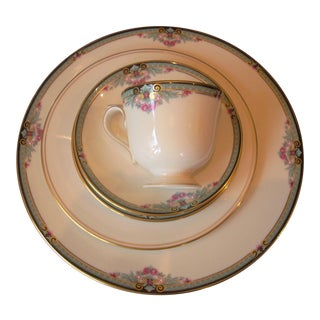 Cottage Lenox 5 Piece Place Setting with Newbury Square Pattern For Sale