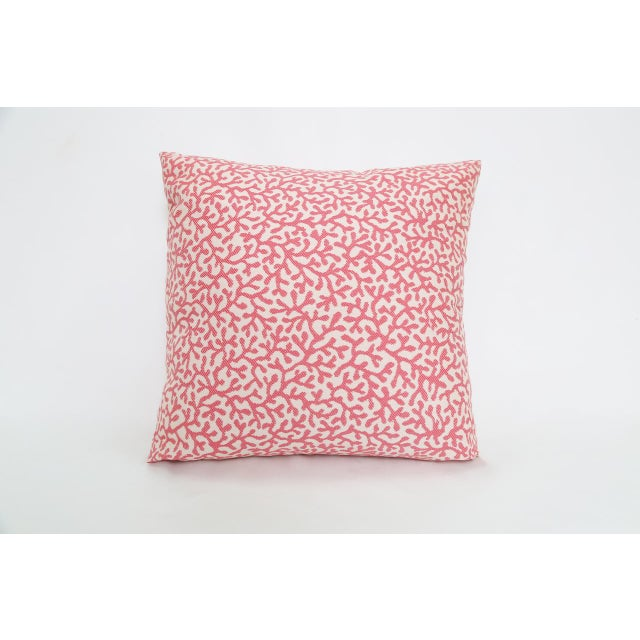 Pillow in outdoor/indoor coral print fabric. 57% Polypropylene 43% Polyester. Spot clean, flame resistant, insulated...