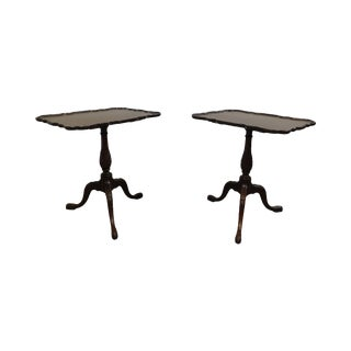 Schmieg and Kotzian Georgian Style Pair Carved Pedestal Pie Crust Tilt Top Tables For Sale