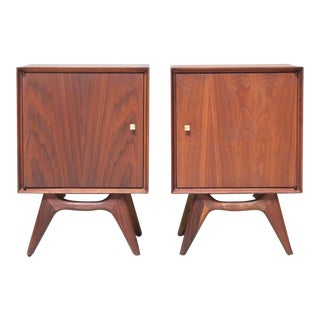 1950s Vintage Mid-Century Modern Walnut Nightstands - A Pair For Sale