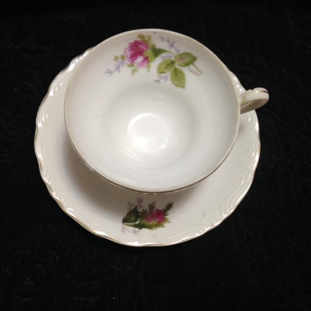 Vintage Pink & Green Flowered Cup & Saucer - Image 6 of 7