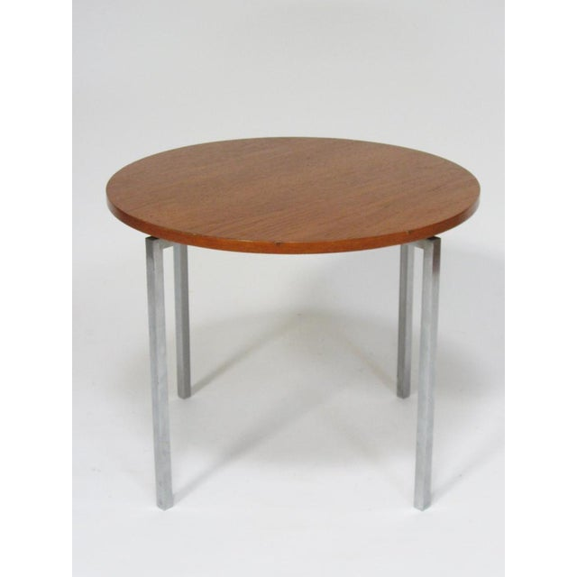 This great little table designed by Florence Knoll perfectly exhibits her highly refined design sensibility and the...