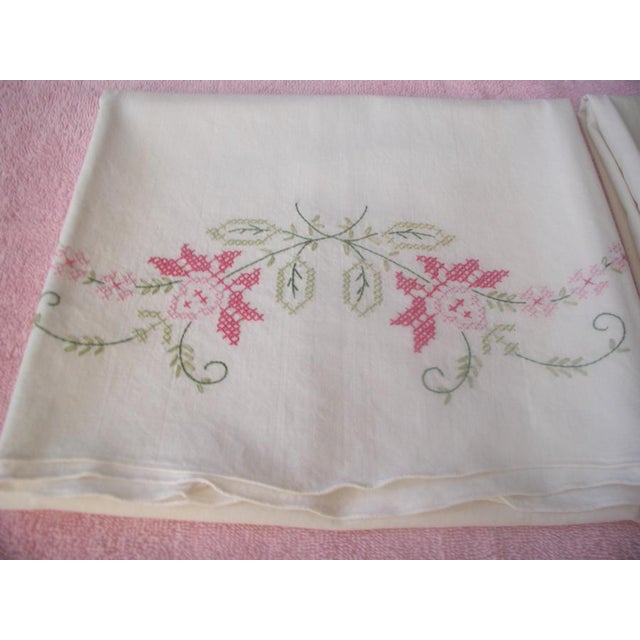 Green 1950's Hand Embroidered Pillow Cases - A Pair For Sale - Image 8 of 9