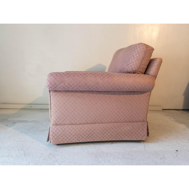 Pennsylvania House Pink Club Chair Comfortable Long Stretcher 32 x 36 x 34D Excellent For Sale In New York - Image 6 of 8