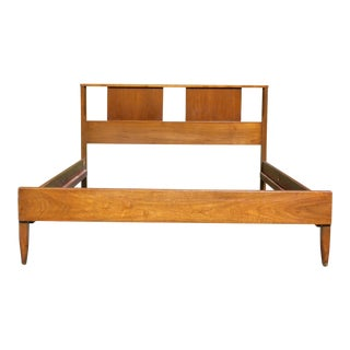Vintage Sculptural Low Profile Mid Century Modern Walnut Full Double Bed For Sale