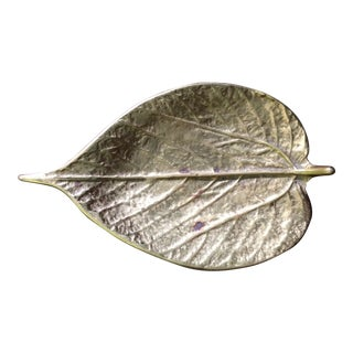 20th Century Traditional Virginia Metalcrafters Brass Paper Mulberry Leaf Dish For Sale
