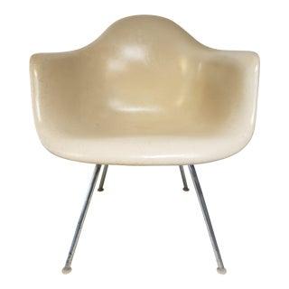 Mid Century Modern Eames for Herman Miller Fiberglass Molded Side Chair For Sale