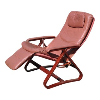 1970s Mid Century Modern Plycraft Zero Gravity Light Pink Vinyl Lounge Chair For Sale