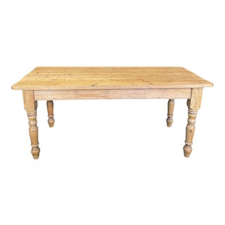 Early 20th Century British Scrubbed Pine Farm Table For Sale