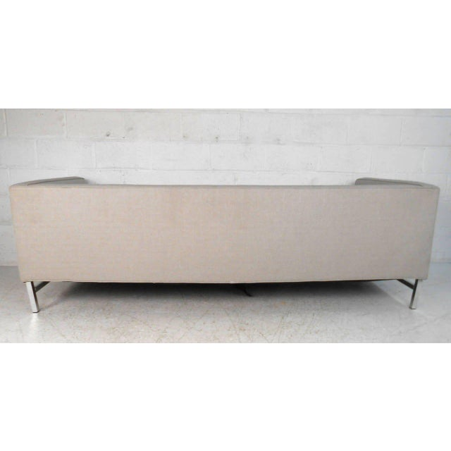 Mid-Century Modern Florence Knoll Style Sofa For Sale In New York - Image 6 of 10