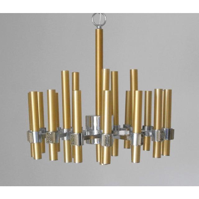 Vintage Italian chandelier made with brass and chrome structure, by Sciolari. Made in Italy in the 1960's. 20 lights / max...