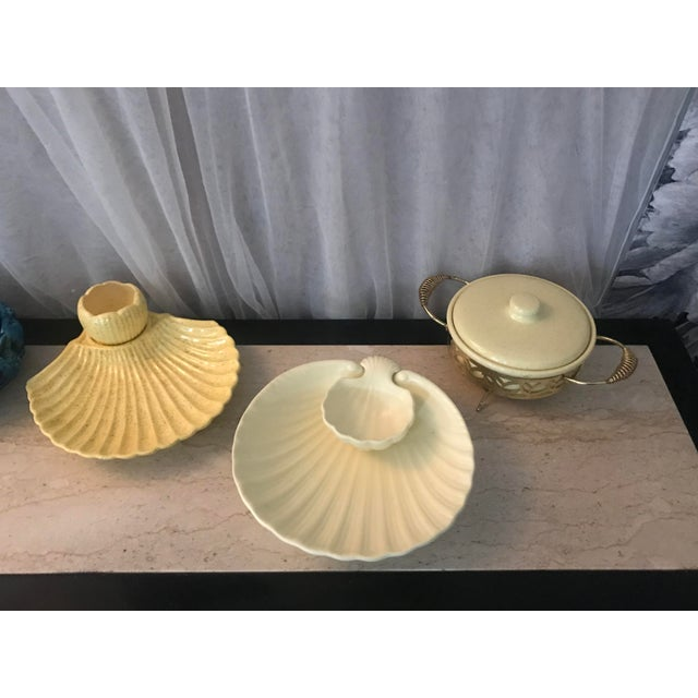 1900s Mid-Century Modern Betty Orr Canary Yellow Porcelain Clam Serving Dishes - 2 Pieces For Sale In Sacramento - Image 6 of 8