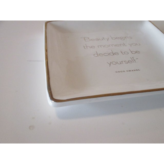 Trinket Tray Dish With a Quote From Coco Chanel White ceramic China, 20th Century Size: 5 x 5 x 0.25
