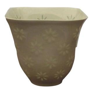 """Mid-Century Modern Arabia Glazed White """"Rice"""" Porcelain Vase by Friedl Holzer-Kjellberg For Sale"""