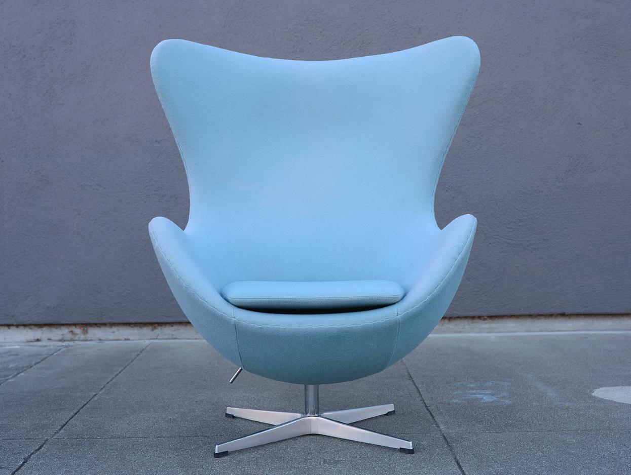Wonderful Mid Century Modern Arne Jacobsen Style Baby Blue Egg Chair   Image 11 Of 11