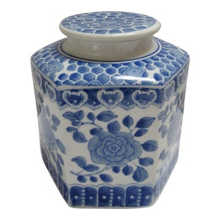 Blue and White Chinese Porcelain Octagonal Ginger Jar For Sale