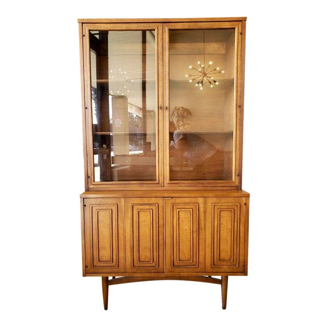 Mid Century Modern Broyhill Sculptra China Cabinet For Sale
