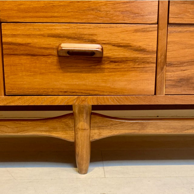 Mid-Century Modern Lane Furniture Mid Century Modern 12-Drawer Dresser For Sale - Image 3 of 8