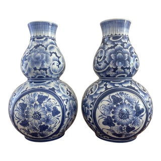 1980s Maitland Smith Blue & White Ginger Jar Wall Pocket Vases - a Pair For Sale