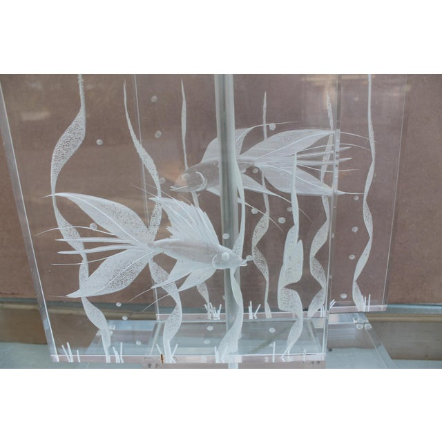 Vintage Art Fish Aquariums Figures Lucite Table Lamp - Image 4 of 11