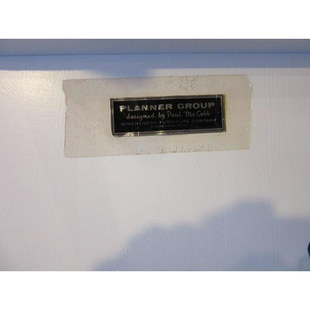 1950s Paul McCobb Planner Group Cabinet on Bench in Rare Factory White Finish - 2 pieces For Sale - Image 5 of 7
