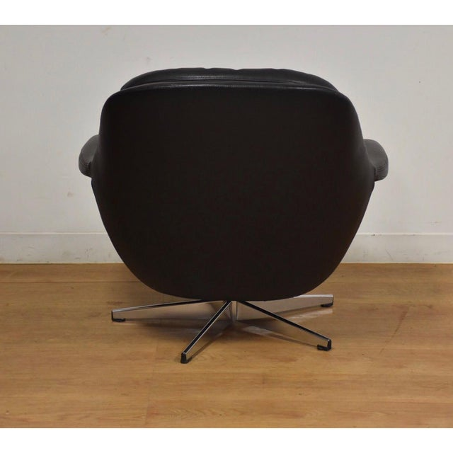 Black & Chrome Mid Century Lounge Chair For Sale - Image 4 of 9