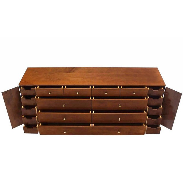 Extra Long Mid Century Modern Planner Group Paul McCobb Dresser 20 Drawers For Sale - Image 9 of 9