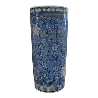 Late 20th Century Chinese Porcelain Cylindrical Vase For Sale