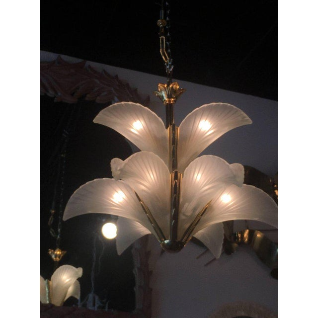 Hollywood Regency Italian Murano Glass & Brass Palm Tree Frond Leaf Chandelier For Sale - Image 3 of 12