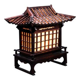 1950s Vintage Large Asian Pavilion House Shaped Wooden Lamp For Sale