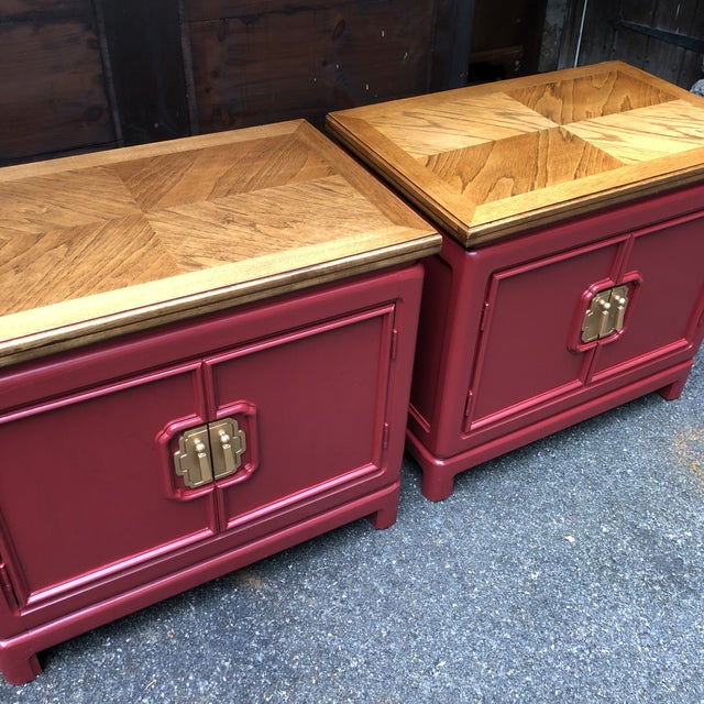 Beautiful pair of Thomasville Nightstands from the Mystique II Collection. Finish has been given new life with a vibrant...