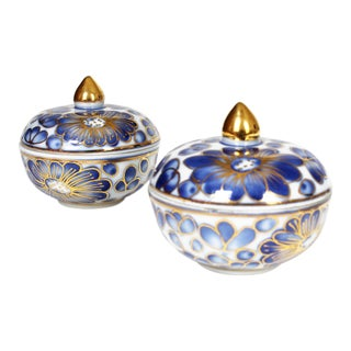 Asian Modern Blue and White Porcelain Trinket Boxes - a Pair For Sale
