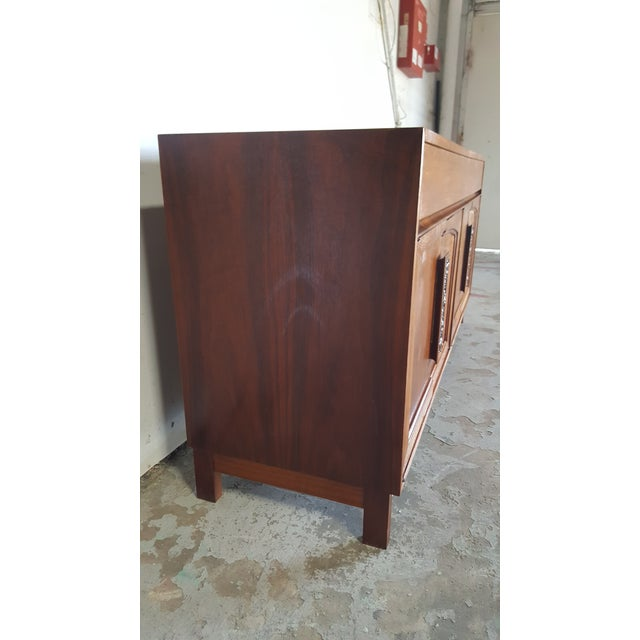 1960s 1960s Mid Century Modern John Keal for Brown Saltman Walnut Credenza For Sale - Image 5 of 13