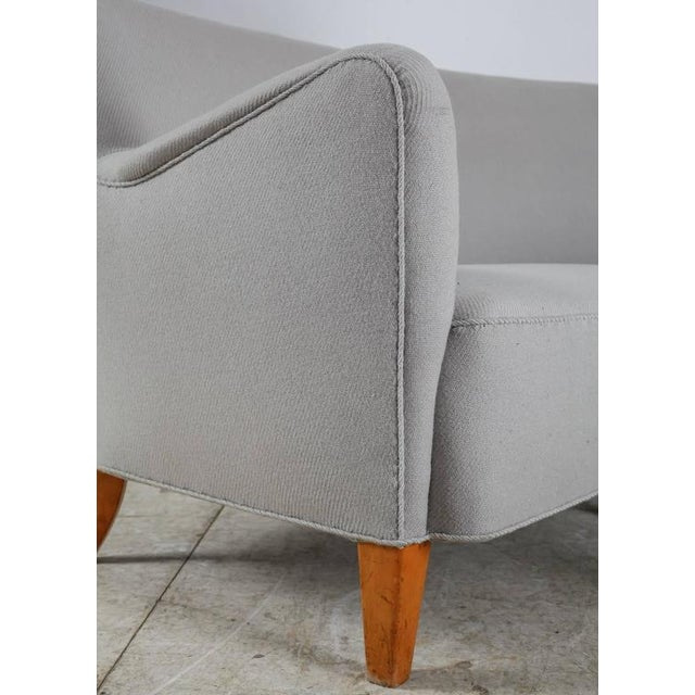 Beech Corner Sofa with Light Grey Wool Upholstery, Denmark, 1940s For Sale - Image 7 of 9