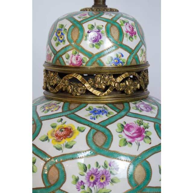Asian Restored Antique Green and White Chintz Table Lamp For Sale - Image 3 of 9