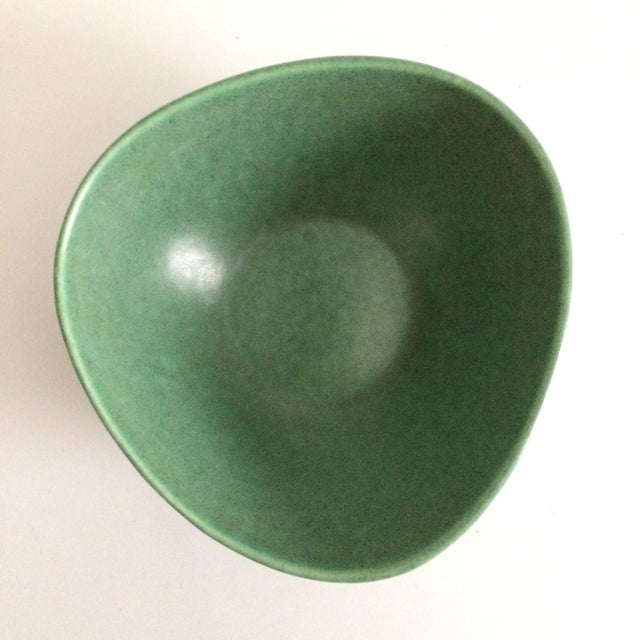 Royal Haeger 1930s Boho Chic Royal Haeger Green Pottery Bowl For Sale - Image 4 of 6