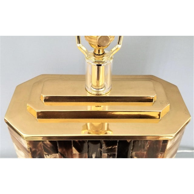 Vintage Tessellated Horn and Lucite Brass Table Lamp For Sale In Miami - Image 6 of 13