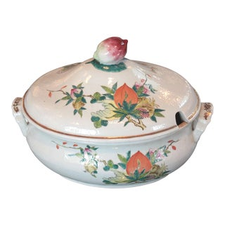 Chinese Qing Dynasty Famille Rose Export Tureen For Sale