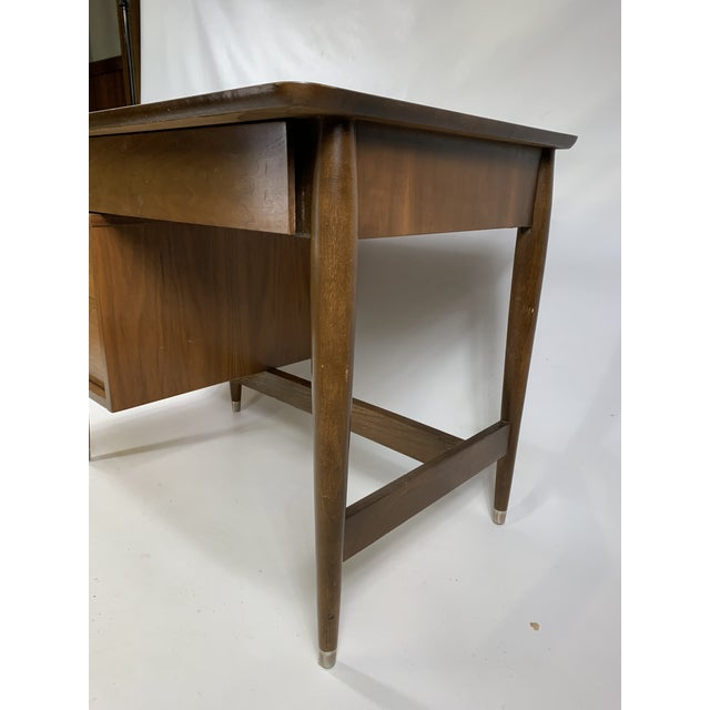 "Brown 1950s Mid Century Modern Hooker Furniture ""MainLine"" Writing Desk For Sale - Image 8 of 9"