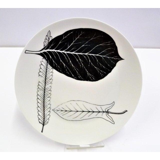 1950s Mid-Century Fornasetti Italy Black and White Foliage or Foglie Plates - Set of 3 For Sale In Miami - Image 6 of 13