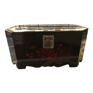 Vintage Chinoiserie Lacquer Trunk For Sale