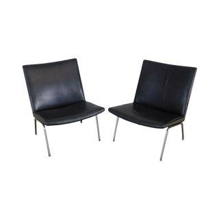 Hans Wegner Mid Century Danish Modern Pair Black Leather & Chrome Airport Lounge Chairs For Sale