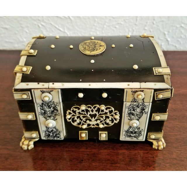 Wood 18th Century Anglo-Indian Vizigapatam Pocket Watch Display Box For Sale - Image 7 of 13