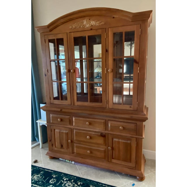 Broyhill Wood Dinning Room Set With Hutch For Sale In Orlando - Image 6 of 6
