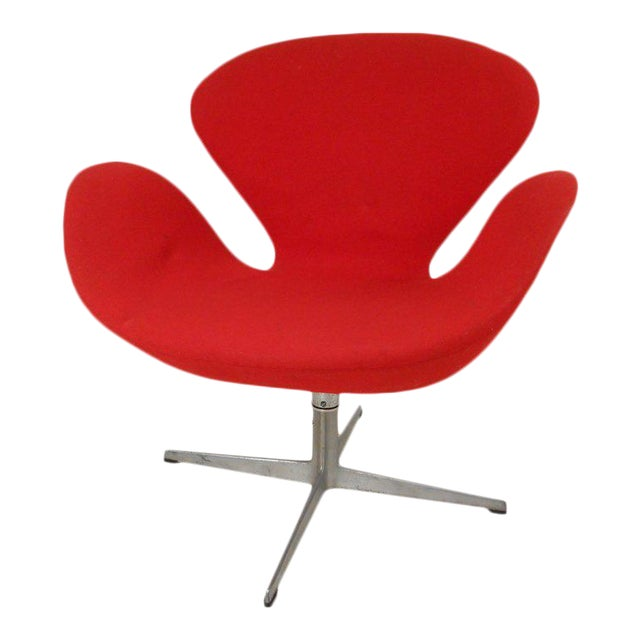 Swan Chair by Arne Jacobsen for Fritz Hansen For Sale