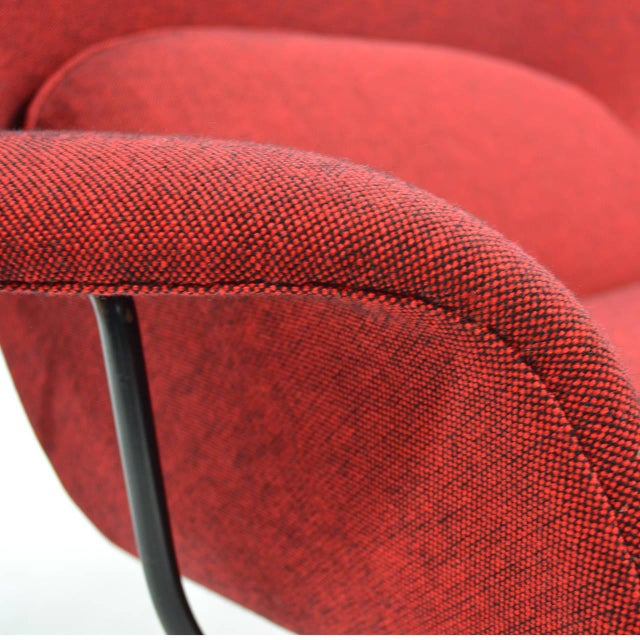 Eero Saarinen Womb Settee Upholstered in Alexander Girard Fabric For Sale - Image 9 of 11