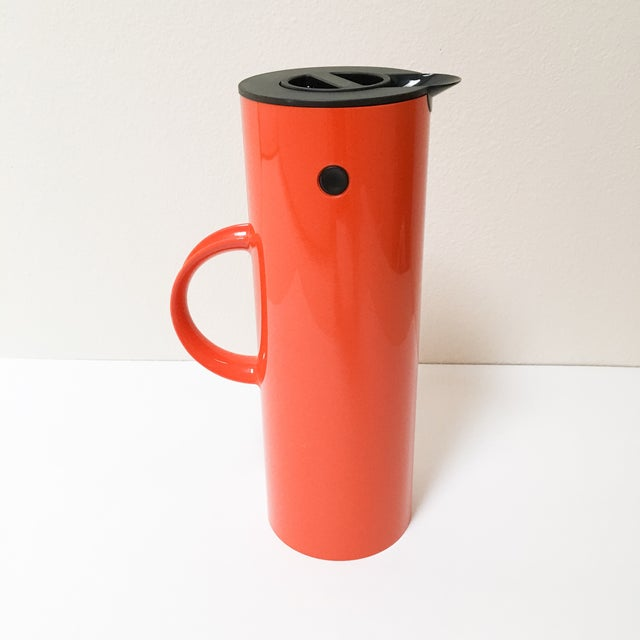 Designed by Erik Magnussen, this thermos is a classic of Danish Design. The original design debuted in 1977 and won the ID...