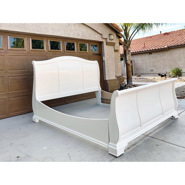Traditional Solid Cherry King Size Sleigh Bed in Linen White For Sale - Image 3 of 8
