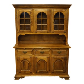 Vintage Temple Stuart Colonial Style Solid Rockport Maple Buffet with Lighted Display Hutch For Sale